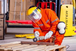 In order to avoid common moving injuries, you need to wear protective equipment