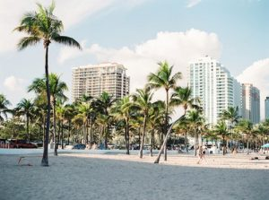 A beach with hotels where you can enjoy North Miami Beach with family