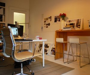 An example of an home office you can use when setting up your office in your apartment